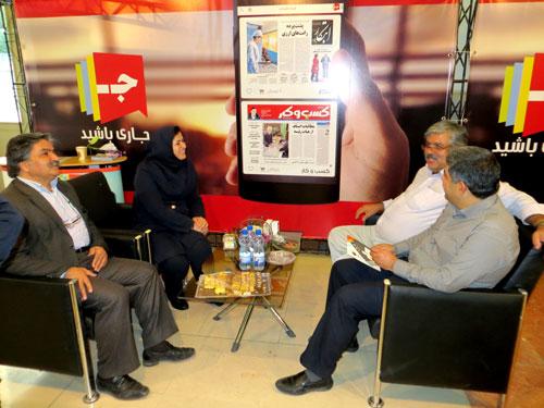 جناب آقای هاشمی سردبیر و مدیر مسئول روزنامه اطلاعات در بازدید از غرفه جار
